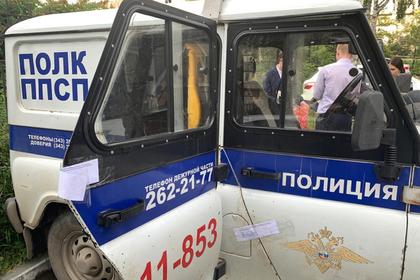 Российские полицейские изнасиловали девушку в служебном автомобиле