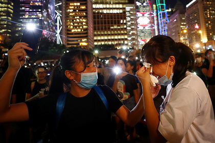 В Гонконге школьники перехватили протест и вспомнили Прибалтику