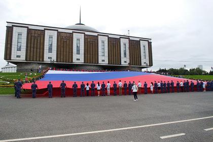 Половина россиян запуталась в цветах российского флага