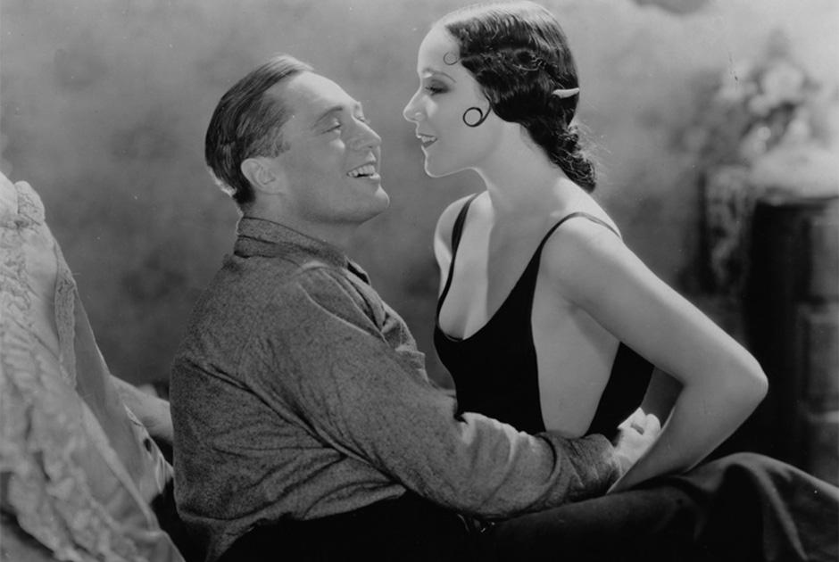 Мексиканская актриса Долорес дель Рио, несмотря на легкий испанский акцент, была настоящей звездой Голливуда начала 1930-х. Во многом благодаря своим откровенным нарядам, среди которых были и напоминающие бикини купальники