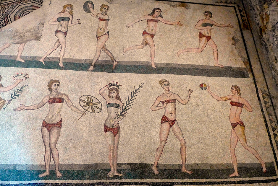 Больше всего девушек в античных бикини можно увидеть на мозаиках виллы Романы, расположенной на Сицилии. Изображение датируется 315-350 годами нашей эры