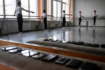 В России предложили стратегию по запрету телефонов в школах