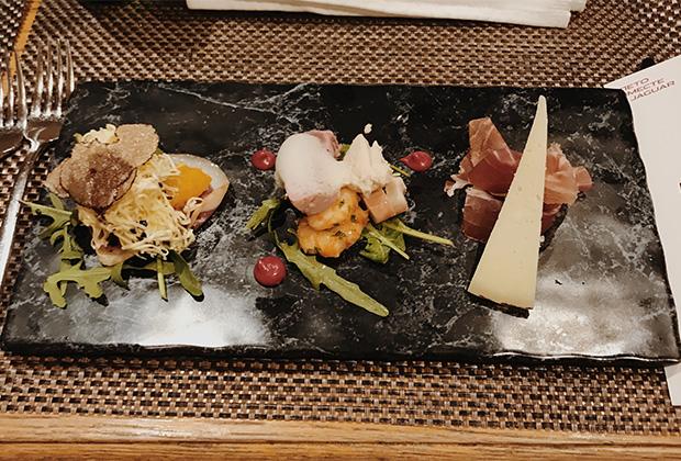 Пршут и прочие закуски в ресторане Sova