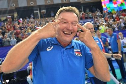 Тренера сборной России по волейболу наказали за расистский жест