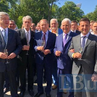 Слева направо: Петр Порошенко, Виктор Ющенко, Леонид Кучма, Леонид Кравчук, Владимир Зеленский