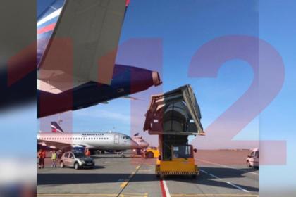 Трап врезался в самолет в Шереметьево