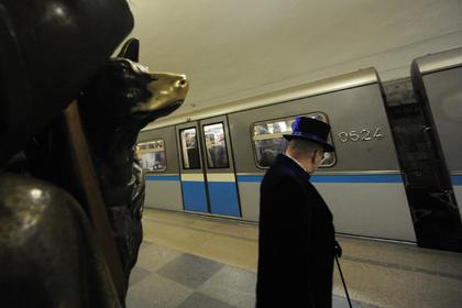 Больше половины российских туристов отказались тереть памятники на удачу