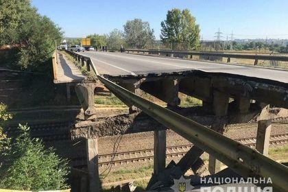 Появилось видео с места обрушения автомобильного моста в Харькове