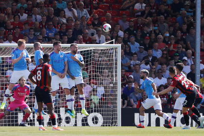 Игрок «Борнмута» забил мяч «Манчестер Сити» ударом в девятку со штрафного