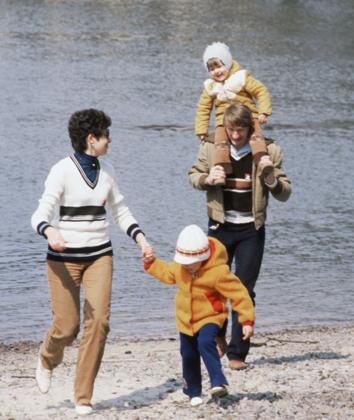 Владимир Смирнов с женой Эммой и детьми