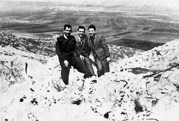 Эли Коэн с друзьями из сирийской армии на Голанских высотах