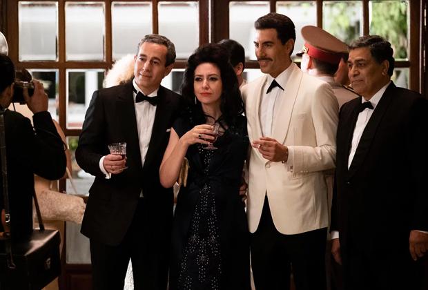 Актер Саша Барон Коэн в роли своего тезки в сериале на Netflix