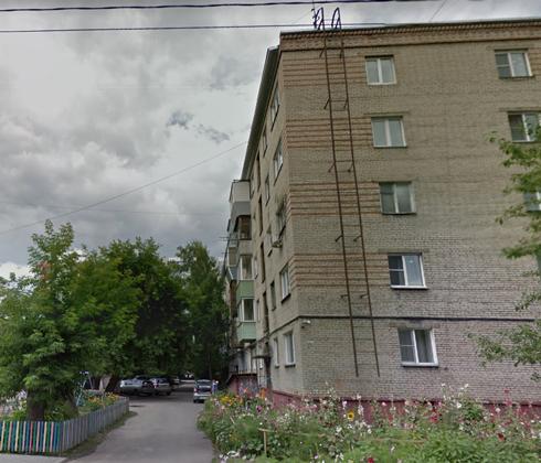 Жилой дом в Барнауле, где Сатлаев совершил свое последнее преступление