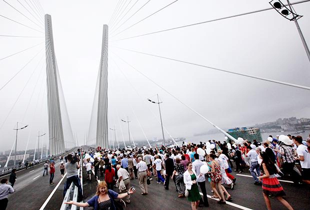 Открытие вантового моста через бухту Золотой Рог