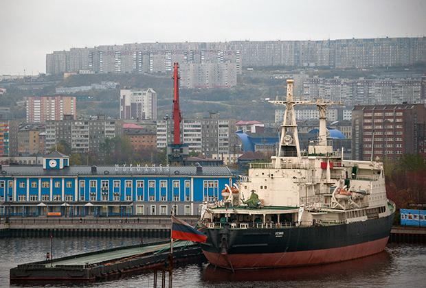 Ледокол «Ленин» в Мурманске