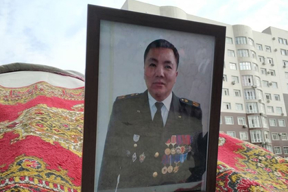 Погибшего при штурме резиденции Атамбаева спецназовца наградили