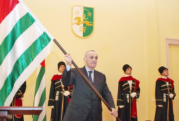 Александр Анкваб  во время своей инаугурации в 2011