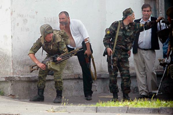 Очевидцы теракта в Беслане рассказали о шквальном обстреле школы перед штурмом