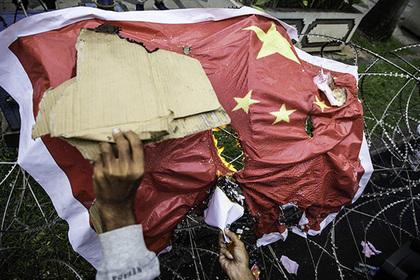 Китай взял деньги на обучение мусульман и купил слезоточивый газ