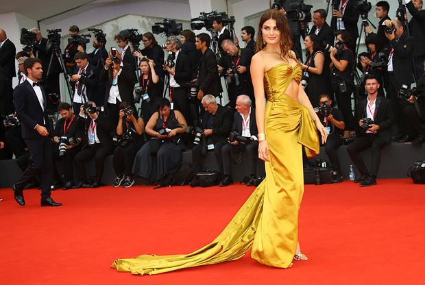 Бразильская супермодель Изабели Фонтана переехала в Италию в возрасте 14 лет благодаря тому, что вышла в финал международного конкурса Elite Model Look. Сегодня 33-летняя Фонтана — модель Victoria's Secret. Она также появилась в камео в нескольких сериалах, таких как «Тайные истины» и «Белиссима».