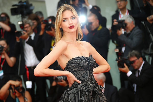 Самые яркие кадры с красной дорожки Венецианского кинофестиваля