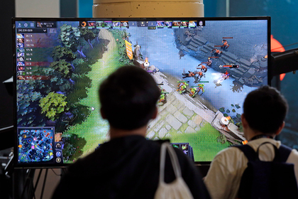 Российским школам разрешили учить детей играть в Dota 2 и FIFA