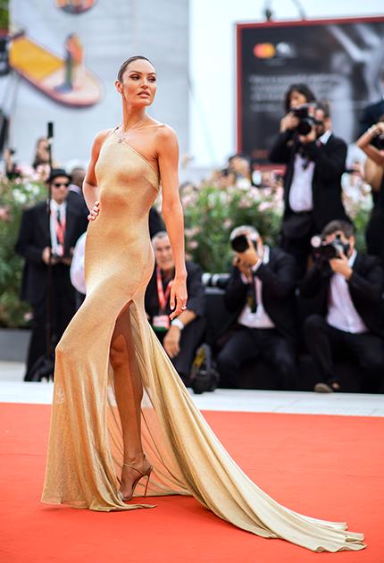 Еще одна из «ангелов» Victoria's Secret, 30-летняя Кэндис Свейнпол, родилась в ЮАР, а в 17 лет переехала в США. В 2011-м и 2012 году она занимала 10-е место в списке самых высокооплачиваемых моделей мира по версии Forbes, а в 2014-м журнал Maxim признал ее самой сексуальной женщиной планеты.
