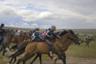 Старт гонки на 15 километров, которая ежегодно проводится по случаю национального праздника Наадым. К соревнованиям допускаются жокеи с шести лет, седла и шлемы запрещены.