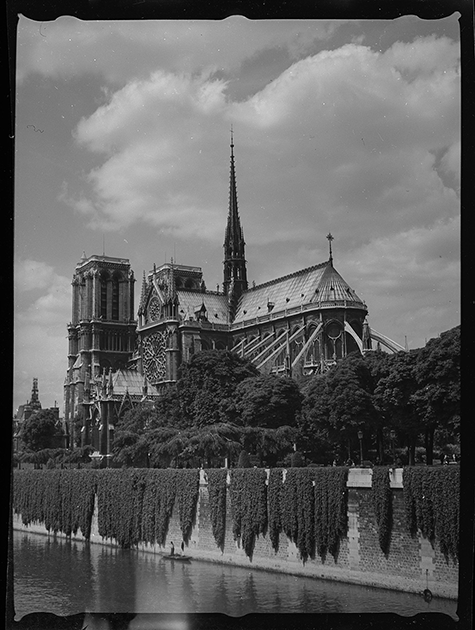Собор Парижской Богоматери (Нотр-Дам де Пари). Вид с моста. Париж, Франция, 1939 год