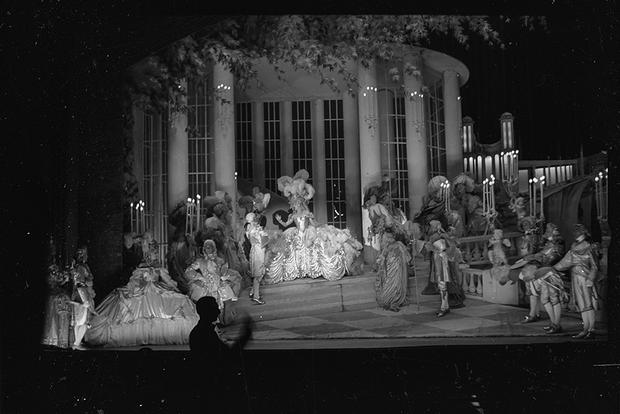 Театр. Сцена в парке. Париж, Франция, 1939 год