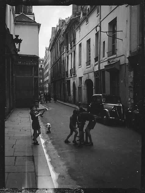 Улица в районе Маре. Париж, Франция, 1939 год