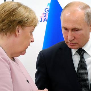 Ангела Меркель и Владимир Путин (архивное фото)