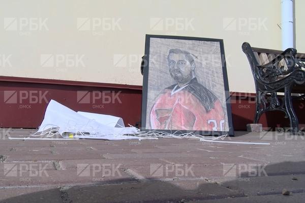 Сделанный своими руками подарок российскому хоккеисту нашли в мусоре