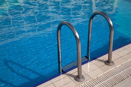 Еще одна молодая россиянка пострадала в бассейне в Турции и впала в кому