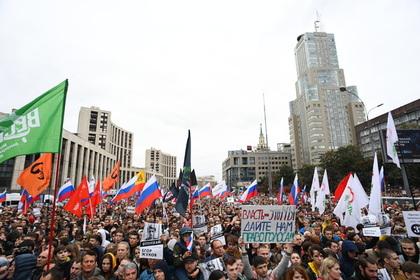 Полиция назвала число протестующих в центре Москвы