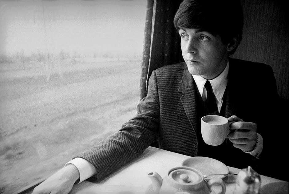 Пол Маккартни во время съемок первого фильма о «Битлз». Великобритания, 1964 год