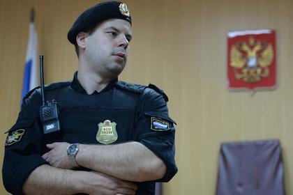 Суд отказался лишать родительских прав многодетную пару после акции в Москве