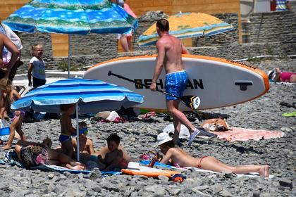Туристы возмутились антисанитарией и грязными пляжами российских курортов