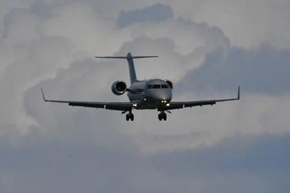 Самолет в российском аэропорту совершил аварийную посадку