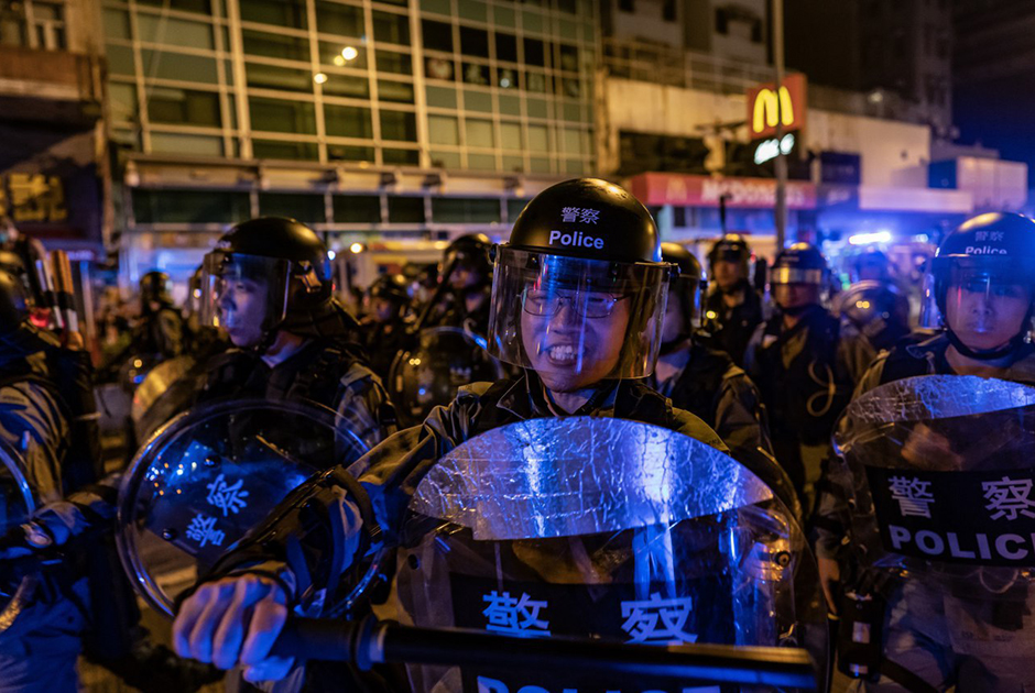 Столкновения полиции с демонстрантами