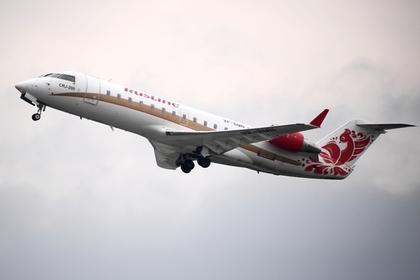 Российский самолет дважды за сутки запросил экстренную посадку