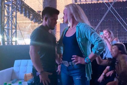 Чемпионка UFC Шевченко «придушила» бросившего ей вызов чемпиона