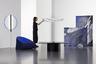 Первый в списке лучших — комплект мебели в плоской упаковке, который весит менее 20 килограммов. Все предметы очень легкие и могут быть собраны за считаные секунды. Минимализм в данном случае, очевидно, не выбор, а необходимость.<br><br>Коллекция получила название «Время» (Tense). Впервые она была представлена на Миланской неделе дизайна в апреле 2019-го. Очевидно, что «Время» — это не просто мебель из коробки, а целый проект, свидетельство кардинальной смены образа жизни в эпоху тотальной мобильности. Комплект включает в себя стол, стул, подвесной и настенный светильники и экраны, которые можно использовать для разделения пространства. Автор проекта — швейцарская студия Panter & Tourron.