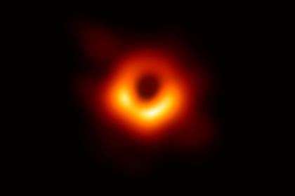 Первый снимок черной дыры получил «научный Оскар»