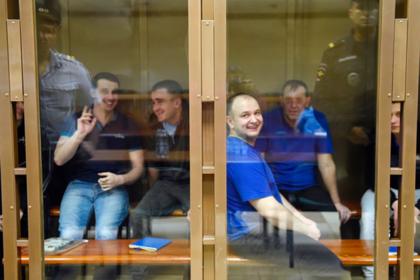 Украинские моряки Юрий Безъязычный, Юрий Будзыло, Владимир Лисовой, Богдан Небылица, Евгений Семидоцкий, Андрей Эйдер