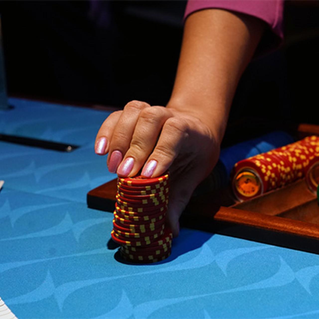 Вакансия казино в интернете игровые аппараты клубника игра на виртуальные деньги