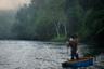 Индонезийский остров Суматра славится густыми тропическими лесами, но в последние годы их становится все меньше. Джунгли постепенно уступают место плантациям масличной пальмы и каучуковых деревьев, дорогам и местам добычи полезных ископаемых. Страдают не только деревья, но и животные. Обитающий только на этом острове суматранский орангутан находится на грани исчезновения из-за уничтожения его среды обитания. Их спасают члены группы немедленного реагирования Информационного центра орангутанов (OIC). Для орангутана Дианы, изображенной на фото, это не первая попытка возвращения в естественную среду обитания: она не раз снова оказывалась у ветеринаров из-за многочисленных болезней.