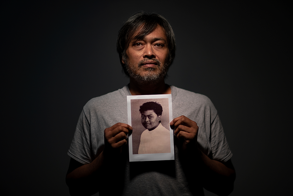 45-летний Марк Апурон со снимком, на котором ему 15 лет