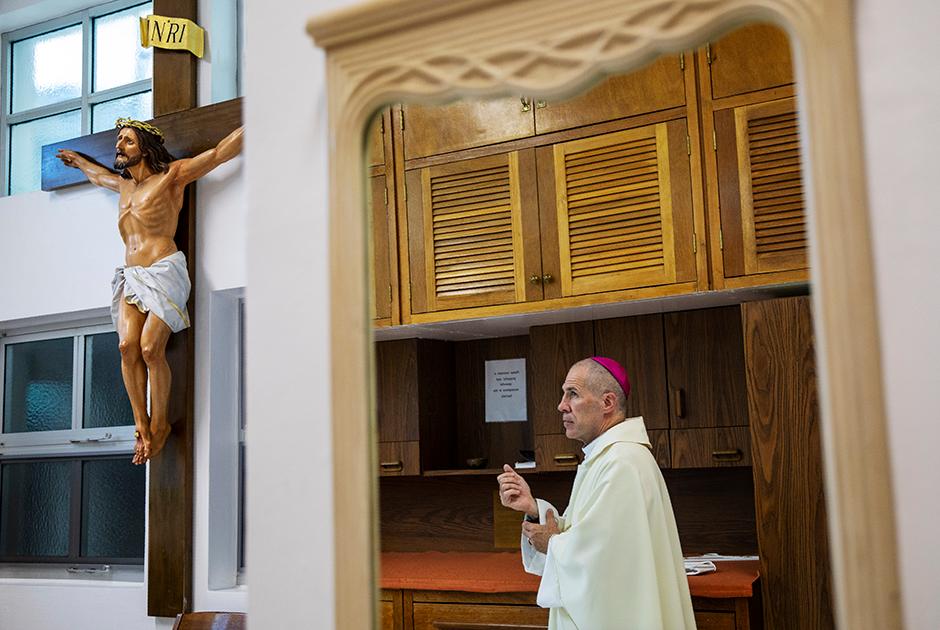 Архиепископ Майкл Джуд Бирнс прибыл на Гуам в 2016-м после отстранения Энтони Апурона
