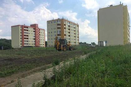 Построена половина сквера «Героев России»